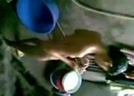 Natiklong namboboso sa naliligong tsiks